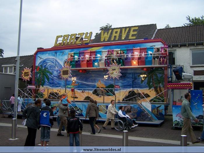 Crazy Wave (5).JPG (125860 bytes)
